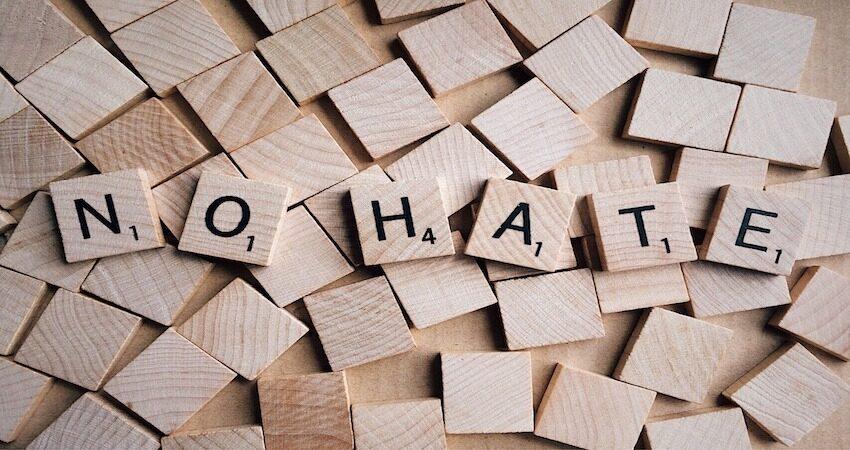 Intolleranza, razzismo e antisemitismo nella forma dei crimini d'odio e dei fenomeni dei discorsi d'odio